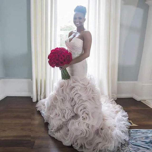 Мода Милая С Плеча Плиссе Многоуровневое Ruffles Рукавов Tull Русалка Свадебные Платья Vestido Де Noiva WM64