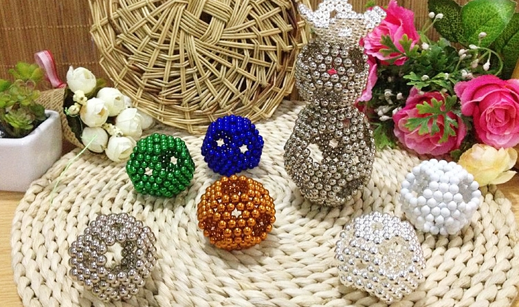 Magic cube 216 pcs Diameter 3mm multicolor Cubes Puzzle Cube Toy Sphere Magnet Magnetic Balls with Metal box 6*6*6 neo cube(China (Mainland))