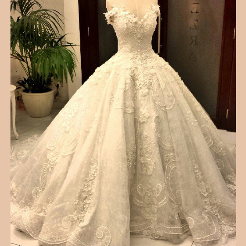 Real photos vedio dubai luxury puffy lace wedding dresses for Wedding dresses in dubai prices