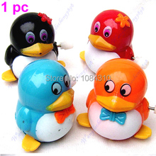S111  Free Shipping 1 PIECES New  Lovely Funny Children Kids Toy  Walk Penguins Clockwork Wind Up Party Toy(China (Mainland))