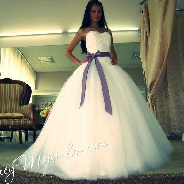 New arrival beautiful ivory tulle ball gown wedding dress for Purple and ivory wedding dress