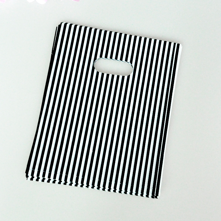 15x20cm Black Striped White Plastic Gift Bags With Handle 100pcs/lot Wedding Gift Packaging Plastic Shopping Bags(China (Mainland))