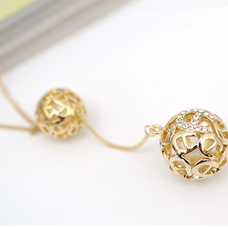 Korea jewelry gold double ball long necklace sweater chain Female Gifts ladies' style neck lace jewelry wholesale(China (Mainland))