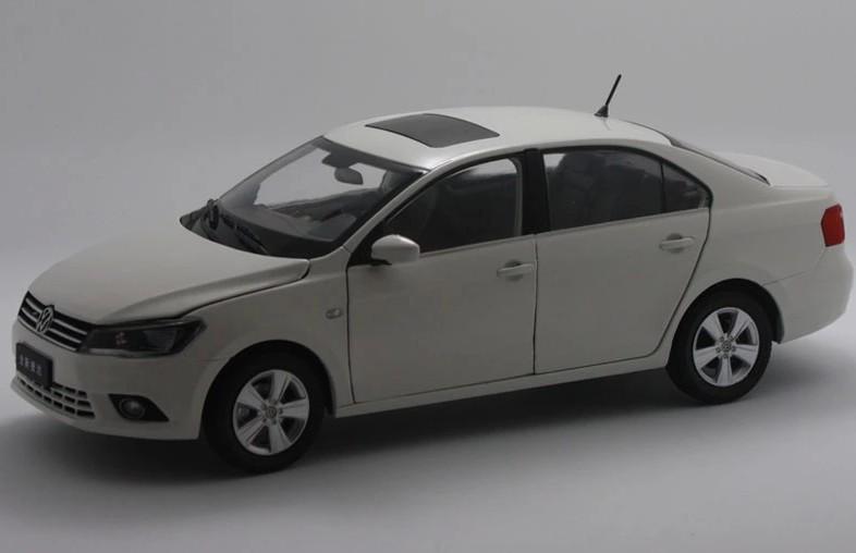 2015 hot sell Volkswagen Jetta 2013 1:18 alloy car model(China (Mainland))