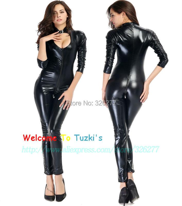 femme en legging cuir