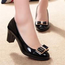 Livraison gratuite 2016 CHAUDE de Femmes chaussures printemps et automne arc faible chaussures à talons bas talon épais occasionnel femelle en cuir(China (Mainland))