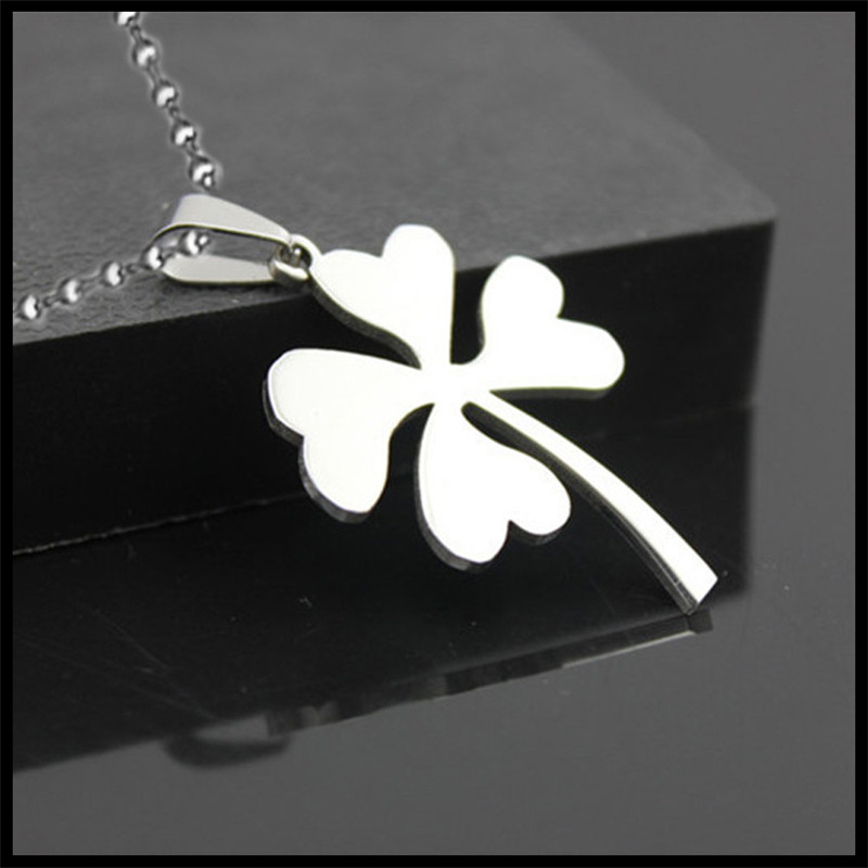 Fashion Jewelry Clover Charm Necklace Beads Chain Pendant Dog Tag Necklace Womens Gift Clover Pendant Necklace Stainless Steel(China (Mainland))