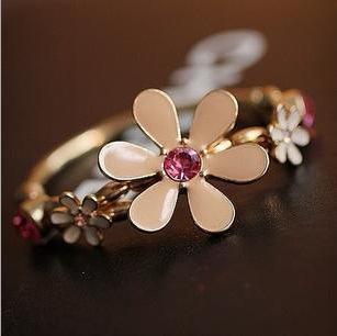 Free shipping new 2015 Colored glaze daisy flowers Stretch Bracelet Multilayer bracelet Hand catenary Alloy jewelry(China (Mainland))