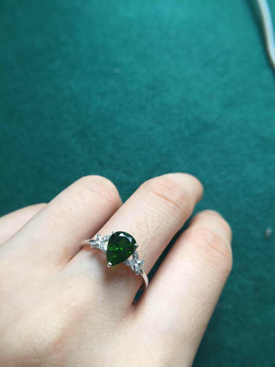 size 6mm*8mm,gold weight 1.48grams 18k gold perfact butterfly kit green tourmaline ring(China (Mainland))
