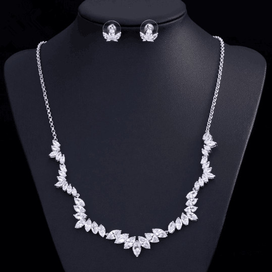 Vintage Victorian Style Sparkly Wedding Bridal Backdrop Necklace Stud Earring Crystal Jewelry set Love Heart Wedding Accessories<br><br>Aliexpress