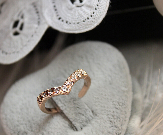 2014V-shaped unique design models imitation diamond pinkie ring tail ring free shipping JZ2(China (Mainland))