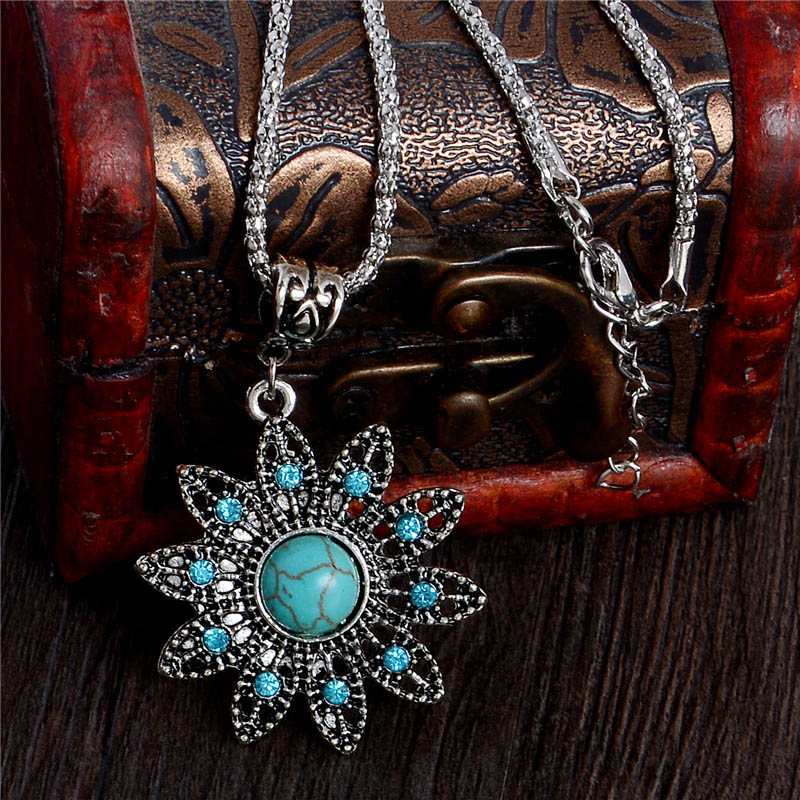 Graceful Hollow Flower Tuquoise Necklaces Tibetan Silver Pendants Fashion Crystal Jewelry Vintage Style Women Antique Accessory(China (Mainland))