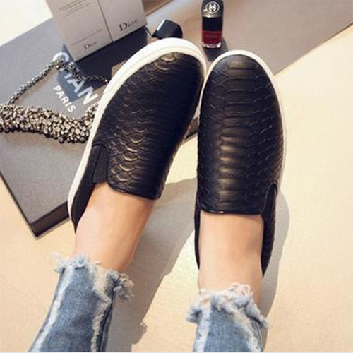 High Quality Shoes Woman Summer Style Loafers Shoes The New Super Beautiful Serpentine Casual Flat New Shoes Black Colors(China (Mainland))