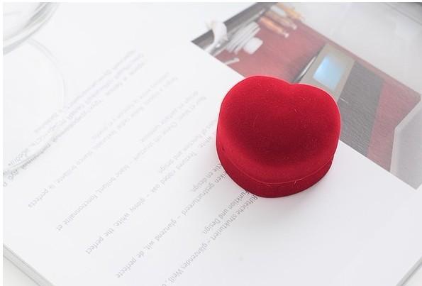 Здесь можно купить  72pcs/lot Romantic Wedding Ring Box, Red Velvet Heart Shape Ring Box Jewelry Packaging Display Ring Box Free Shipping  Ювелирные изделия и часы