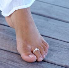 1Pcs sexy Celebrity Fashion Simple design elastic pearl crystal Toe Ring summer sandbeach foot jewelry  free size