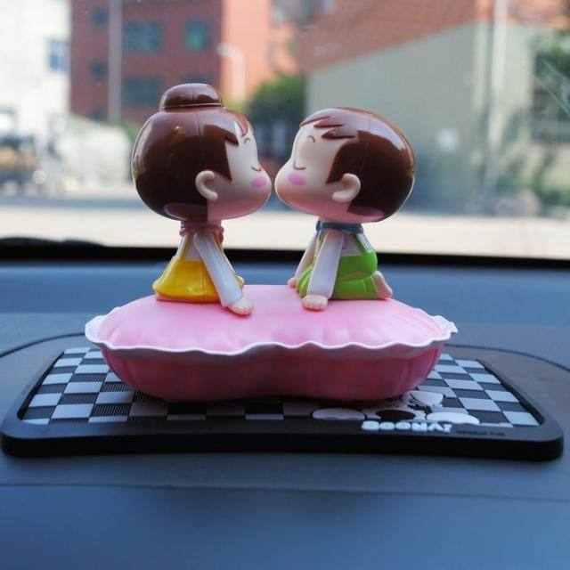Free Shipping The New BABY KISS KISS BABY Solar Doll Car Act The Role Ofing Is Tasted Furnishing Articles Car decoration(China (Mainland))