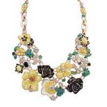 2015 New design fashion women necklace cluster of gorgeous flowers Luxurious appearance glittering faceted rhinestones