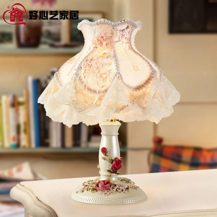 Фотография Table lamp modern nightstand creative fashion luxury bedroom restoring ancient ways roses resin home decoration lamp