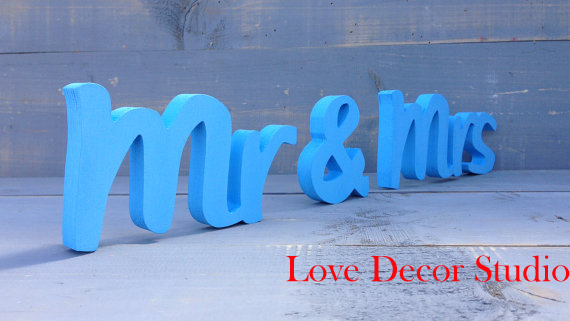 Free shipping Wedding table decoration Mr & Mrs signwedding gift for the bride groom could be used on the wedding day itself(China (Mainland))