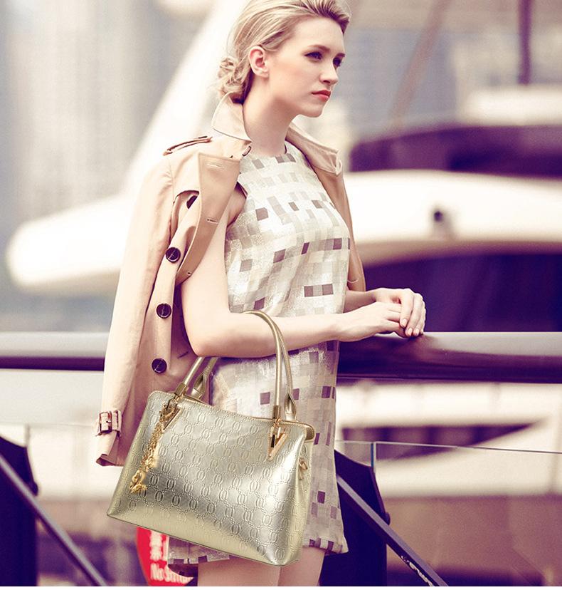 A women handbag