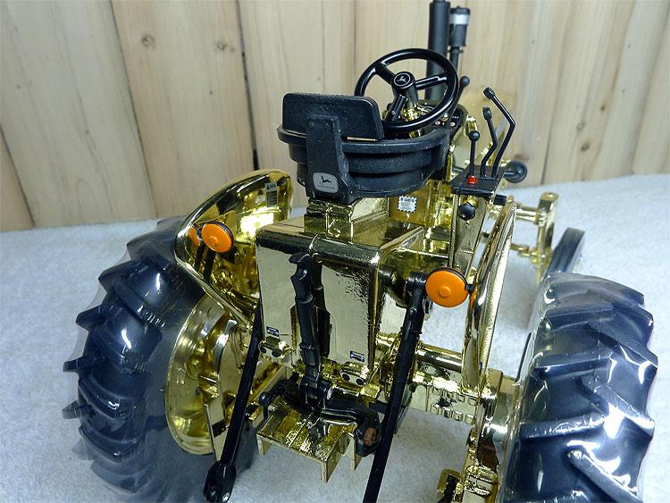 KNL HOBBY J-Deere 2520 Golden Deere tractor mannequin gold plating Collectibles ERTL 1:16