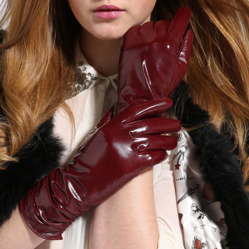 Отсос в красных кожаных перчатках, домашнє порно українок