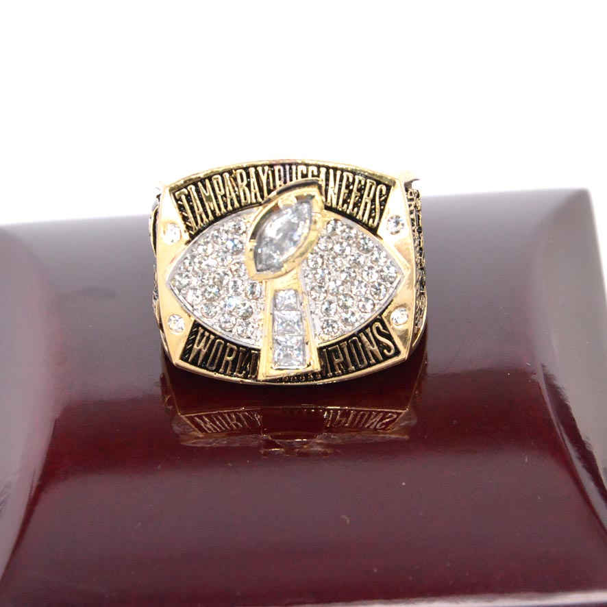 Free shipping 2002 Tampa bay buccaneers super bowl championship ring 24 k gold replica(China (Mainland))