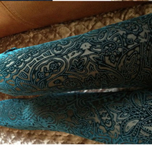 New 2015 Legging Women Pants Leggins Extravagance Pattern Gold Velvet Leggings Nine Points Hollow Lace Flower(China (Mainland))
