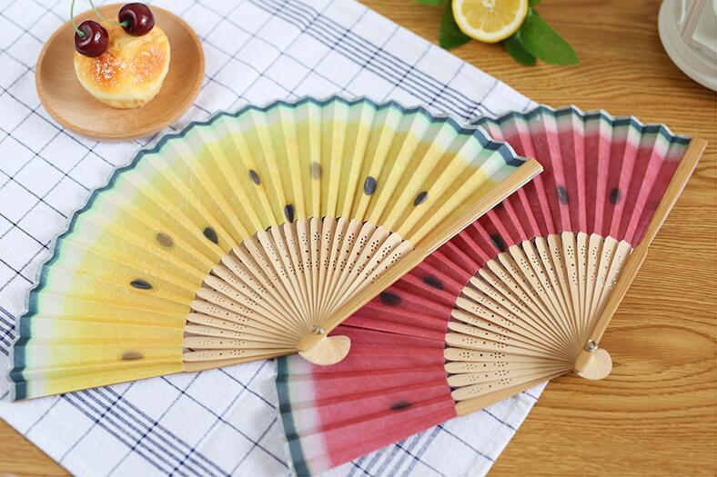 2016 New 21cm Vintage Lovely Fruit Bamboo Hand Fan Painted Folding Fan Craft Xmas Summer Party Christmas Gift(China (Mainland))