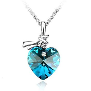 Free shipping hot sell fashion classic silver heart crystal pendant Necklaces