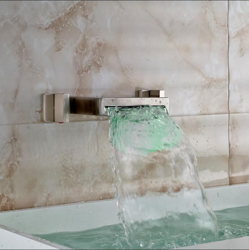 Купить Изменение Цвета СВЕТОДИОДНЫЕ Водопад Бассейне Кран Настенное Крепление Двойной Ручки Ванной Комнате Раковина Смеситель