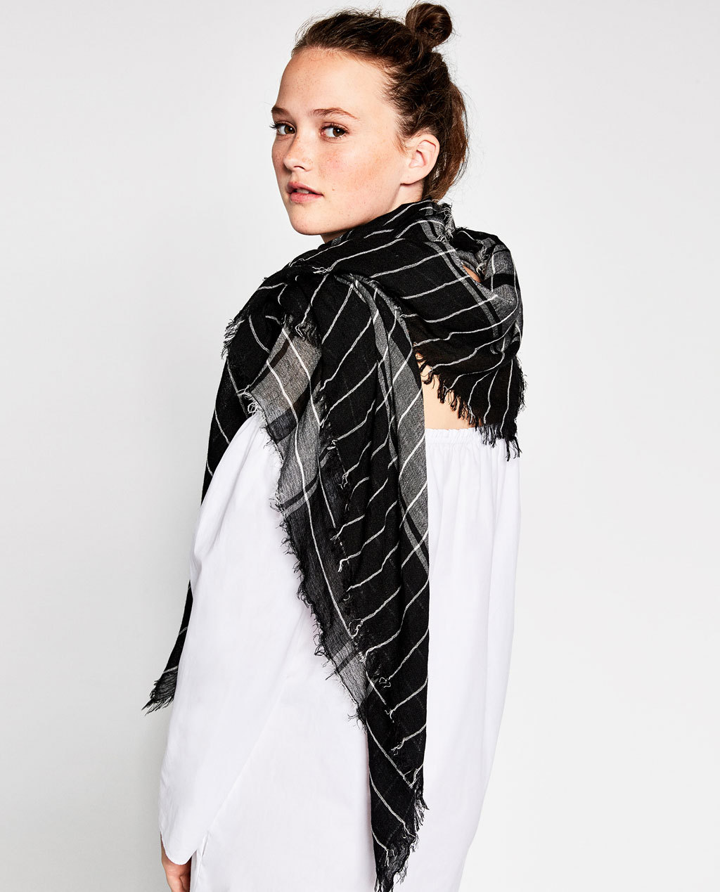 2016 New Single Big Black Scarf In Autumn And Winter Female Thin Shawl Large Spanish Exports