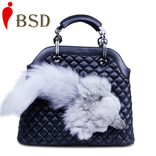 Здесь можно купить  2015 Newest Genuine leather bag designer handbags high quality fox fur rhombic shouder bags women famous brands red V6G158 2015 Newest Genuine leather bag designer handbags high quality fox fur rhombic shouder bags women famous brands red V6G158 Камера и Сумки