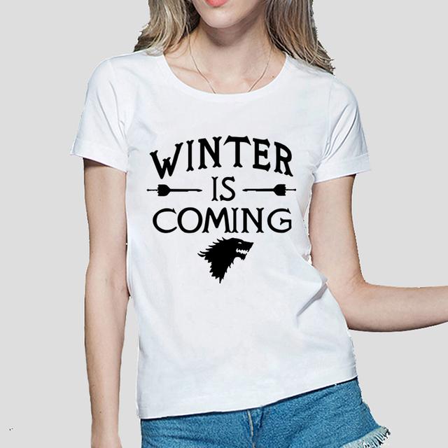 Скоро зима Печатных Игра престолов женщины Футболку лето Случайные хлопка Топы тис мода harajuku бренд женщина панк футболка