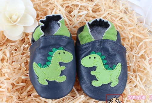2014 100% Head Layer Cow leather baby shoes black shoes with Small cartoon dinosaur toddler shoes baby girl shoes melee.(China (Mainland))