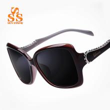 Women's Upscale Polarized Sunglassses & Case Brand Luxury Classic Designer Lady Rhinestones Frame UV-cut Sun Glasses.SA66