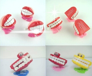 Toys wholesale spring / on the chain jumped four paragraph styles teeth -- random thomas and friends juguetes S33(China (Mainland))
