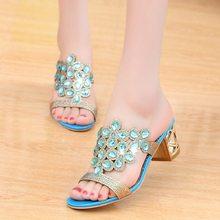 Sandalias de diseñador para Mujer 2018 deslizadores para Mujer Sandalias sandalias de verano de cristal Zapatos de tacón medio de Punta abierta Zapatos Mujer(China)