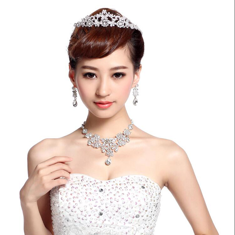 Women Rhinestone Jewelry Sets Pendant Necklace Earrings High Grade Bride Fashion Queen Wedding Dress Accessories Perimeter 50cm(China (Mainland))