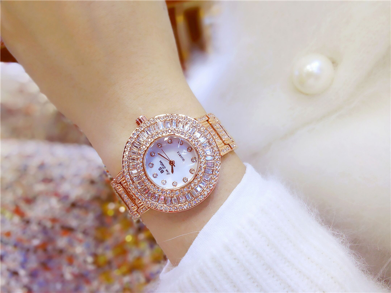 New Fashion 2017 Fashion Design Gold Quartz Women Watch for Ladies Rhinestone Crystal Wristwatch