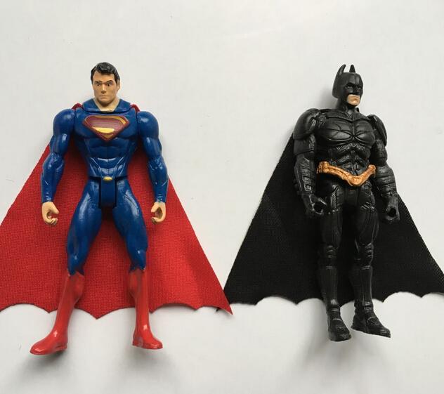 Hot ! NEW 8cm 2pcs/set Justice league Batman vs Superman movable action figure toy Christmas gift doll opp bag