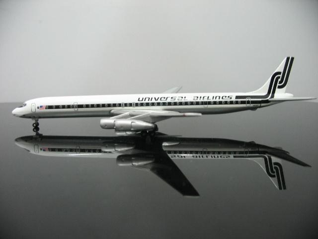 1:400 U.S Universal Airlines N803U DC8-61F Aircraft Model(China (Mainland))