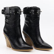 Boyutu 34-46 Moda kabartmalı mikrofiber deri kadın yarım çizmeler sivri burun batı kovboy çizmeleri kadın platformu takozlar(China)