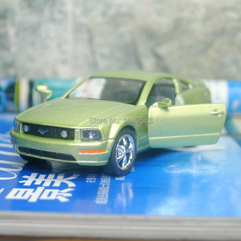 Brand New KINGSMART 1/38 Scale Car Model Toys 2006 FORD MUSTANG GT Diecast Metal Pull Back Car Toy For Gift/Collection/Kids(China (Mainland))