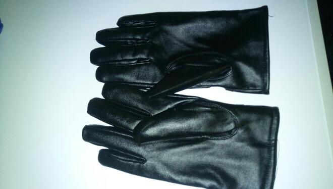 перчатки. доставка за 25 дней. по размеру.