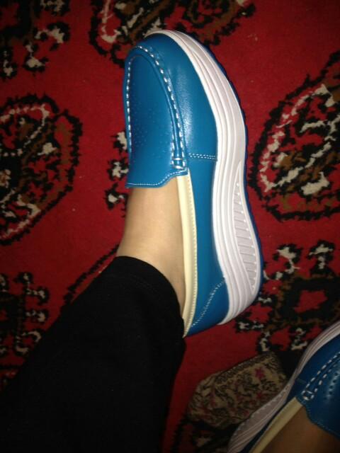 Отличная обувь!!! Мягкая,удобная) всем советую!!! очень лёгкие!
