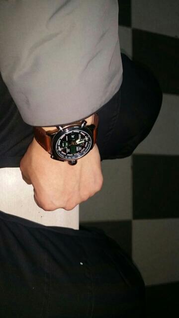 Часы пришли очень быстро. Заказом довольны. Часы очень стильные, красивые. Продавцом не общались. Рекомендую.