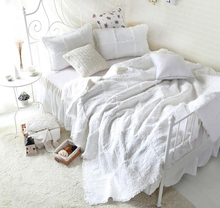 Rosa blanca Patchwork hechos a mano colcha edredón 3 unid Beddding Set ropa de cama rey(China (Mainland))