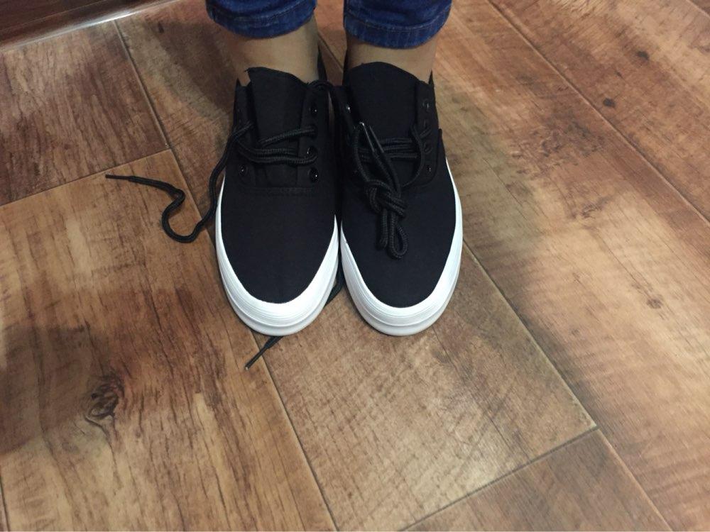 Отличные кроссы) плотные осенью носить можно, у меня нога 36-37 размера не люблю свободную обувь, эти в притык носить можно, у меня проблема большой палец длинный из за этого чаще всего покупаю 37, на китайке брала этой же фирмы кроме с этим же размер норм были может растяну, ну 38 были бы лучше наверно, хочу светлые такие и не знаю какой размер теперь заказать) а так очень хорошие и цена норм у нас такие бы стоили 2000-3500